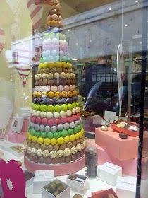Torre de Macarons en la vidriera de Gerard Mulot - Paris