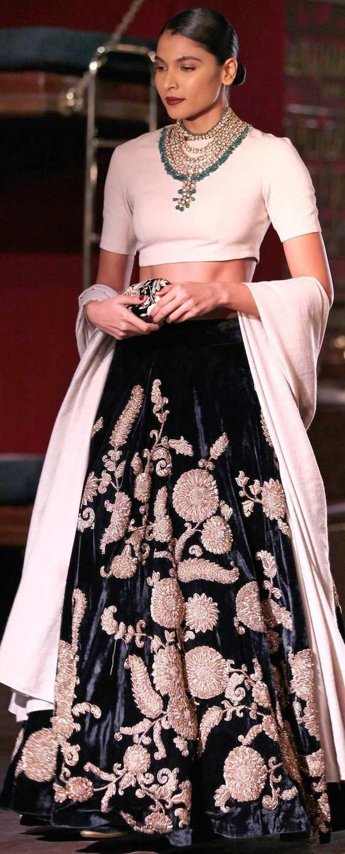 [[Sabyasachi~❤。An Exquisite Clothing World]]