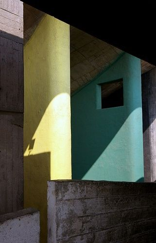 Haute Cour (Palace of Justice, High Court), Chandigarh, India by Le Corbusier :: 1952