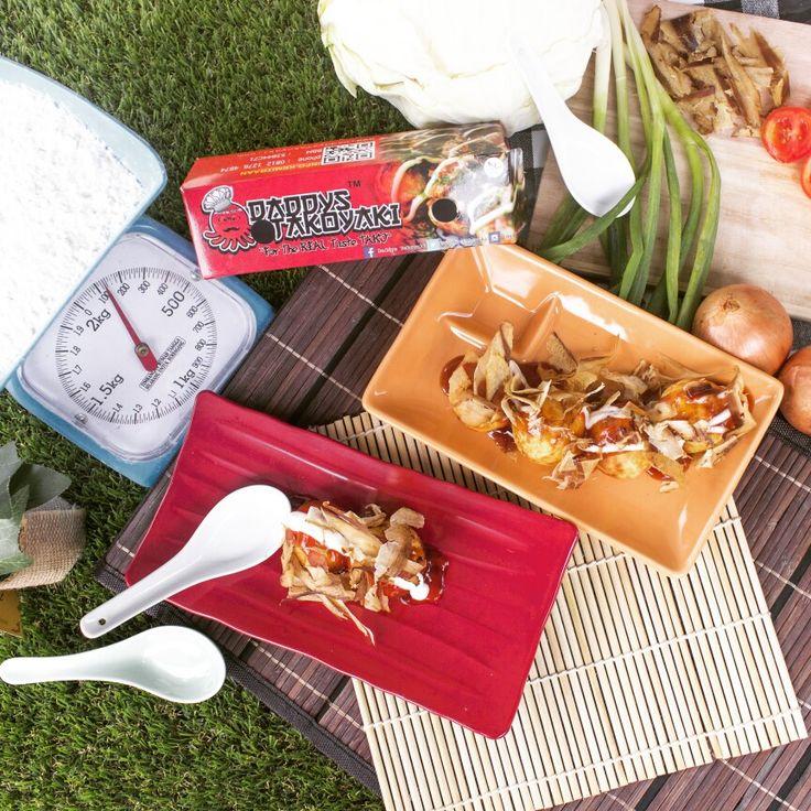 Tekstur Daging gurita yang kenyal, ditambah lembut dan garingnya adonan takoyaki sangat cocok jadi cemilan disore hari ! Buat yang males keluar, menu Daddys Takoyaki ini Bisa di order via #gofood & #grabfood 😉  Itadakimasu !  More info :  Https://www.daddystakoyaki.com