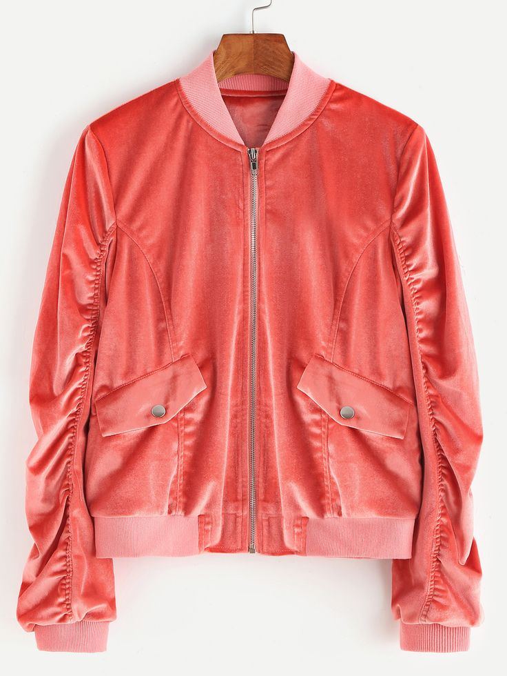розовая бархатная куртка с воланами