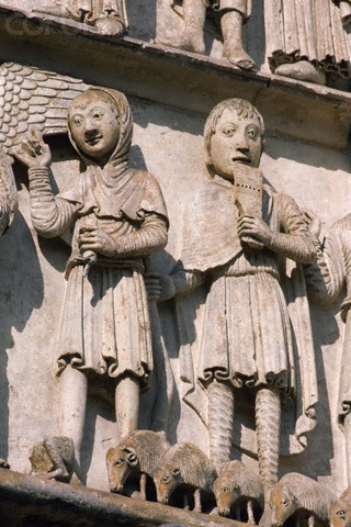 costume paysan.  Chartres Cathedral, France