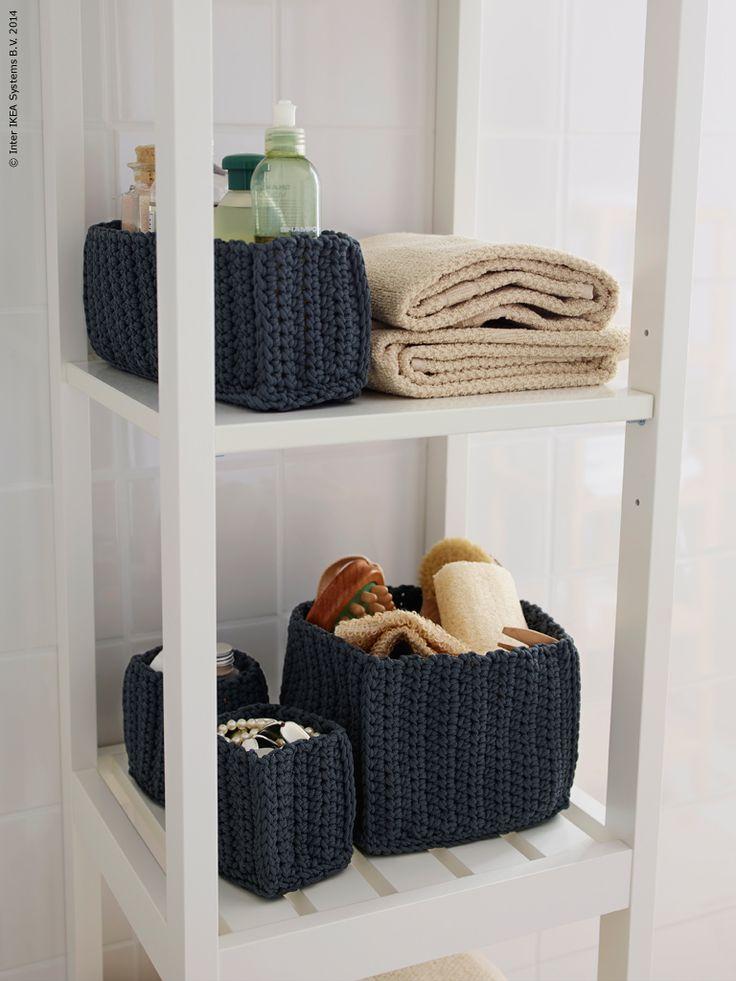NORDRANA förvaringskorgar och FRÄJEN handdukar på HEMNES badrumshylla i vitt.