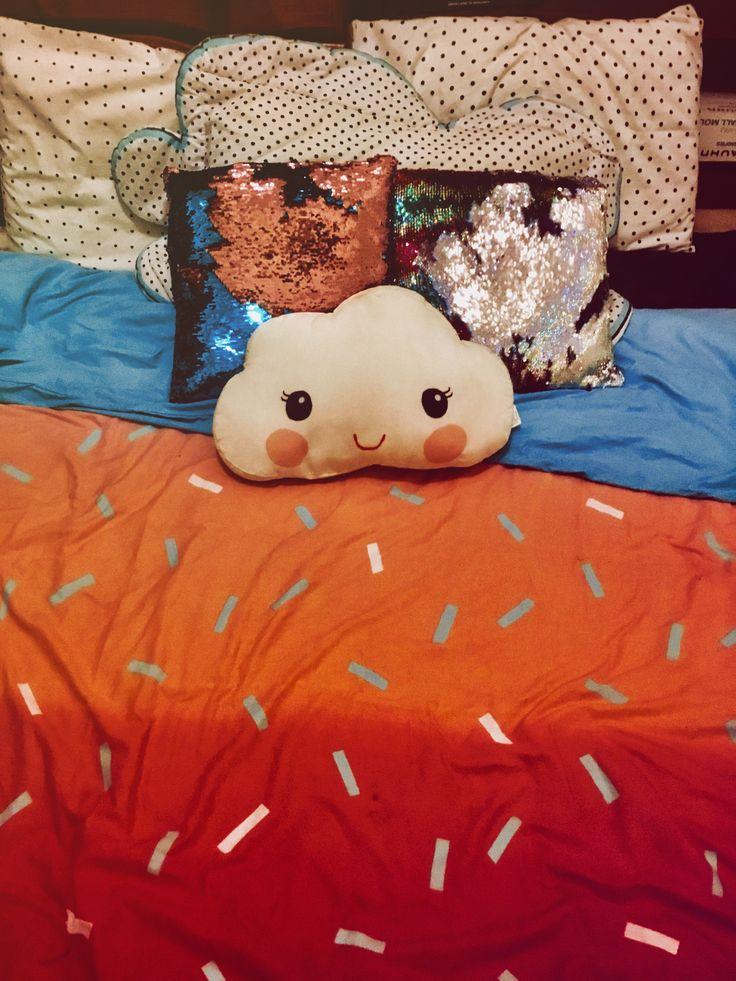 Pillows with a blanket wooooooweeeee
