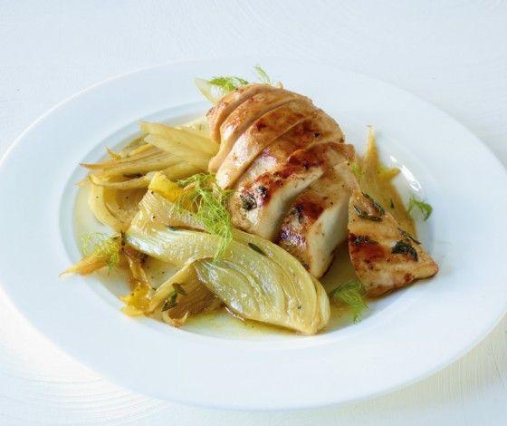 Zitronig-frisch und nur 331 kcal pro Portion: So lieben wir die leichte Küche mit Hähnchen und Fenchel.