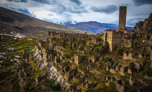 СТАРЫЙ КАХИБ – одно из древнейших поселений Северного Кавказа. Селение «Старый Кахиб» расположен в Шамильском районе Республики Дагестан. Старный Кахиб (Бакдаб) и его боевые башни были построены в VIII-Х веках.