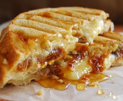 And just when I thought I was doing ok on my healthy eating.... 30 Ways to Make Grilled Cheese - Momtastic