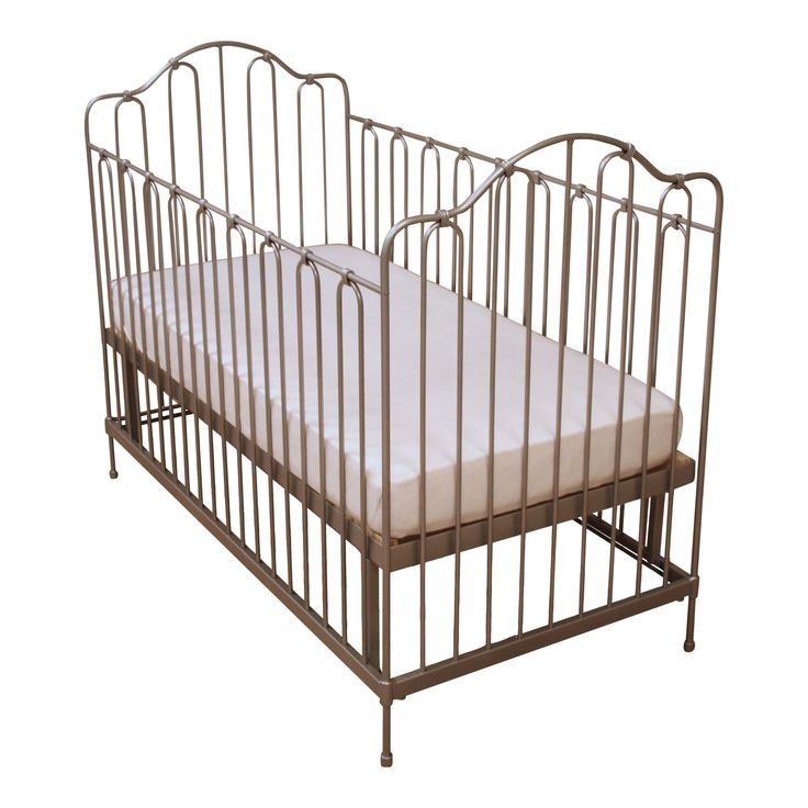 Baby Bed Chantilly #fabsworld #metalenbabybedje #metalenbed #ijzerenbed #smeedijzeren bed #metalen ledikant #metalen bed #gietijzeren bed # vintage bed #nostalgische bedden #iron cot #iron bed #  romantische bedjes #metalen ledikantje  shop: www.metalenbabybedje.nl brand: Fabs World The Netherlands