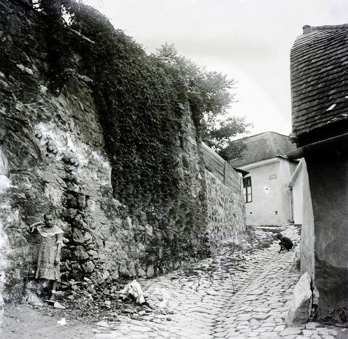 Holdvilág utca.