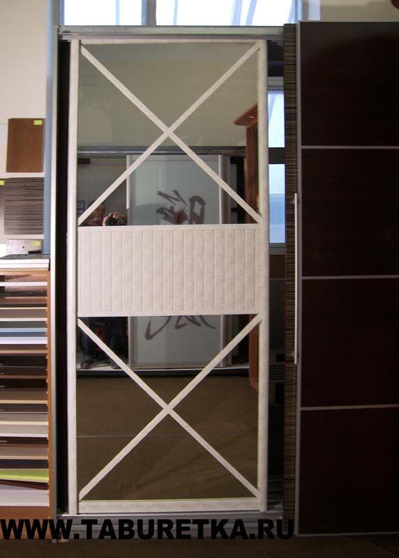 Раздвижная дверь для шкафа купе с декоративными крестообразными накладками. Профиль Koral (Italum), цвет Crema Bella.
