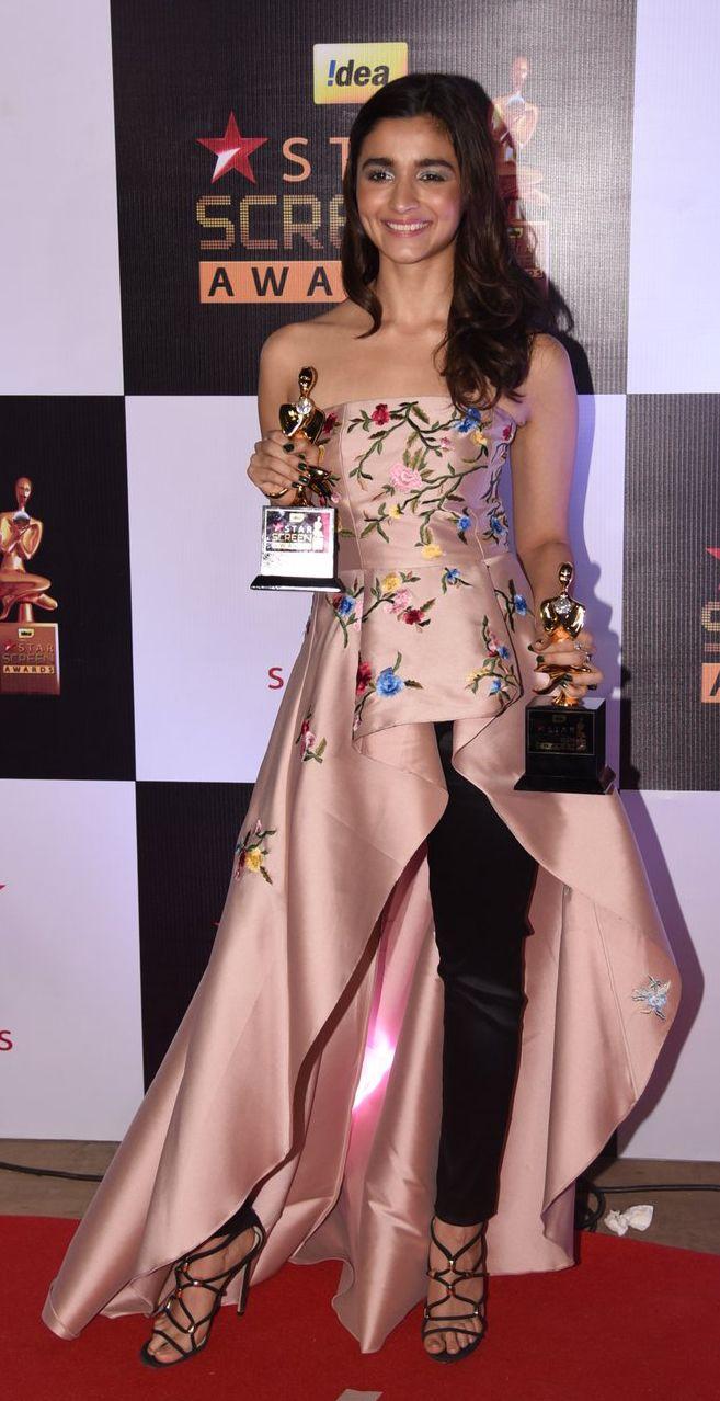 #aliabhatt #sachinnbabi #starscreenawards2016