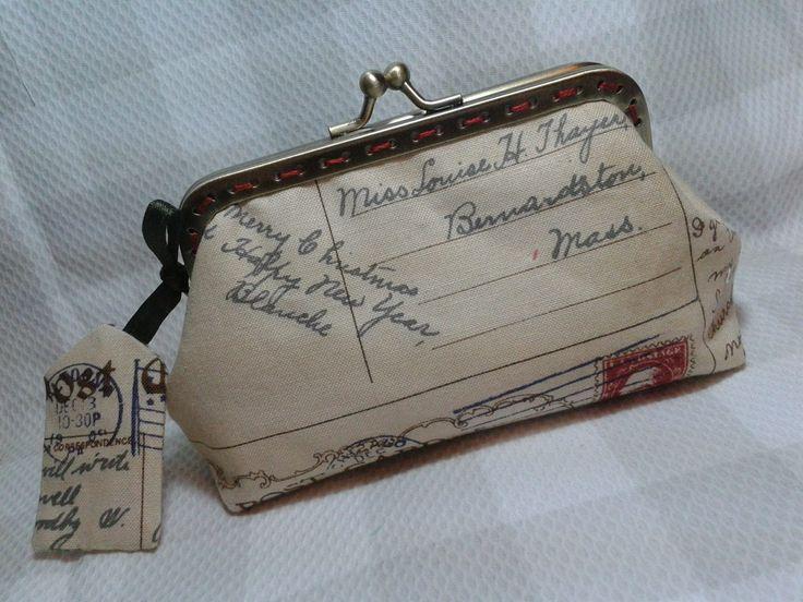 Monedero con tela de cartas antiguas y boquilla metálica