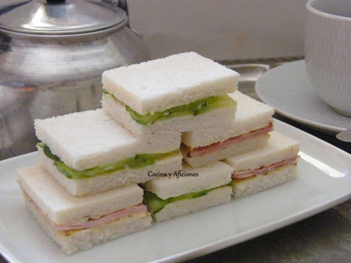 """Estos ricos sándwiches son el complemento perfecto para prepararnos una estupenda merienda, son muy clásicos y no faltan en ningún """"Afternoon tea"""", el tradicional té de latarde inglés. Las receta…"""