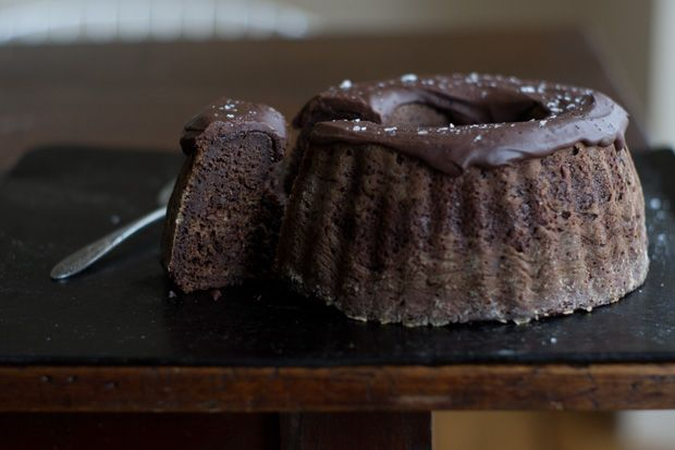 Chocolate Bundt Cake Recipe: Food Recipes, Bundt Cakes, Chocolates Cakes, Chocolates Bundt, Cakes Recipes, Buntings Cakes, Eating Sweet, 101Cookbook Com, Natural Recipes