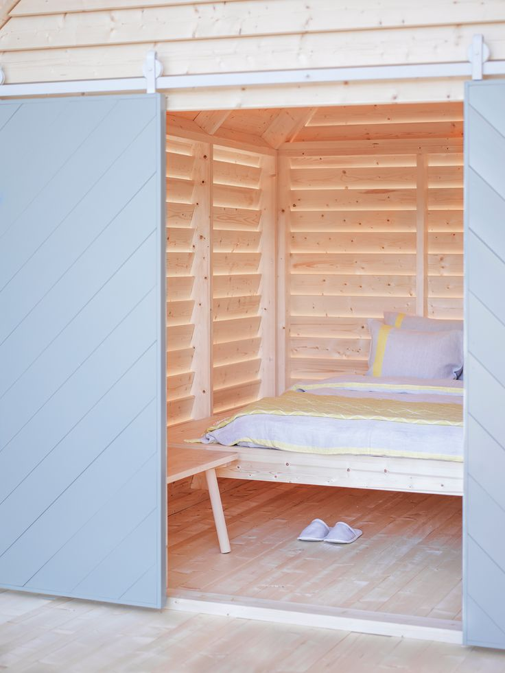 To celebrate 100 years of Finnish independence, the Finish institute in Paris opens KOTI, a living installation designed by Linda Bergroth.  KOTI (Finnish for home) brings the magic of a Finnish cottage sleepover experience the Finnish institute for 100 days between January and May 2017.