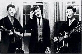 Пол Маккартни, Джон Леннон и Джордж Харрисон на свадебном приеме, 1958.
