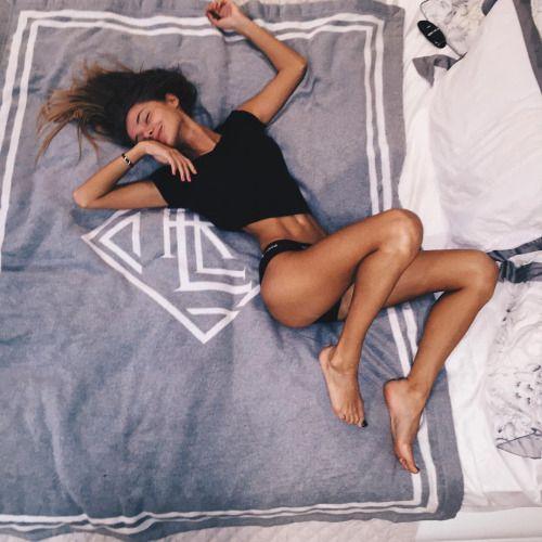 Photo (small girl blogging)