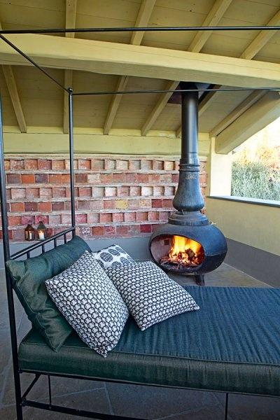 Une suite avec terrasse et cheminée ancienne - Marie Claire Maison