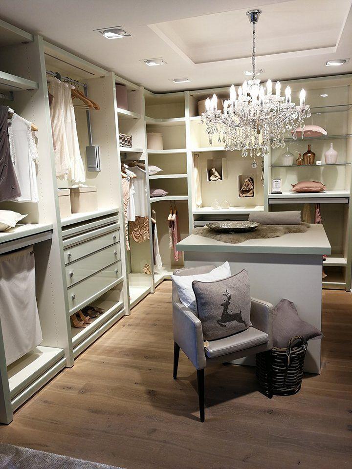 Begehbarer Kleiderschrank Mit Passender Kommode Von Cabinet