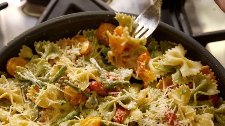 Our Creamy Primavera Bow Tie Pasta Is The Best Way To Use Those Spring Veggies