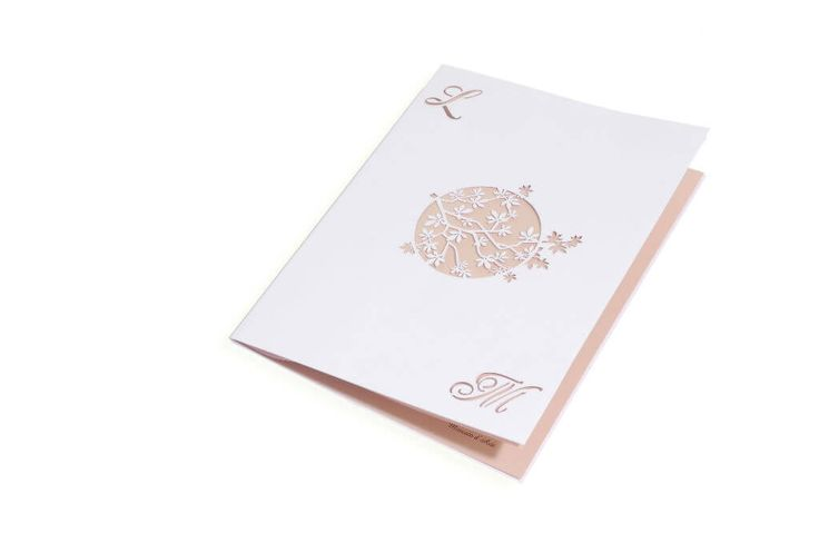 """Il cerchio, simbolo della perfezione dell'unione degli sposi nel giorno più bello. Il libretto di matrimonio """"Ramitas"""" sigilla le letture e il ricordo dei momenti più importanti della tua cerimonia di nozze.   http://www.partecipazioniconstile.it/it/shop-online/libretto-matrimonio-ramitas"""