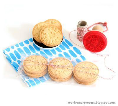 Bakken met een koekjes stempel. Making cookies using a cookie stamp! DIY, tutorial Work-and-process.blogspot.com