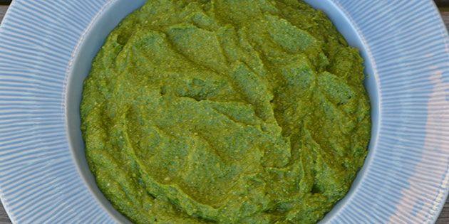En super god pesto lavet med avocado, som gør den ekstra cremet.