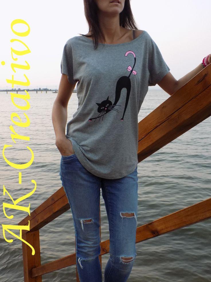 t-shirt oversize z mlowanym ręcznie rysunkiem  AK-Creativo