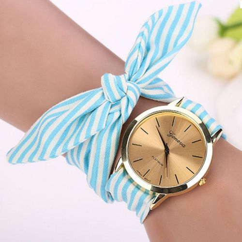 Ladies' watch with a cloth strip to tie it to your wrist. Design in stripes in different colours: pink, light blue or brown fantasy pattern. Golden case, you won't go unnoticed.