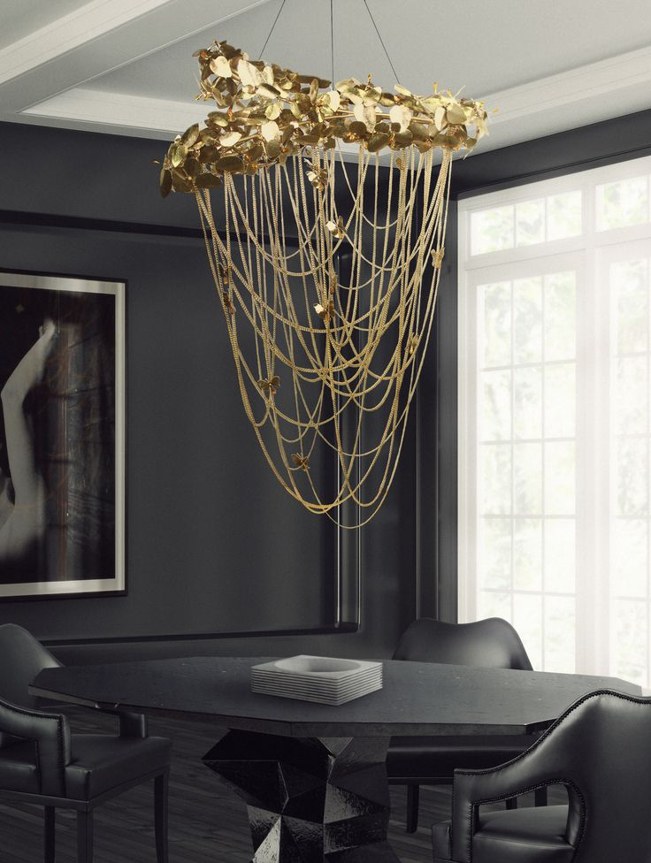 Made in brass with gold plated, handmade butterflies and majestic flowers, ending with the touch of the beautiful Swarovski crystals. The wall version of McQueen chandelier, evokes a dramatic and eccentric sensation of beauty.