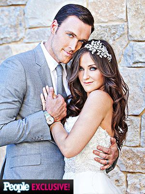 Owain Yeoman Marries Gigi Yallouz.  Owain plays Wayne Rigsby on The Mentalist.  And this is not all.  His character will wed colleague Grace Van Pelt on the October 13th episode of The Mentalist.