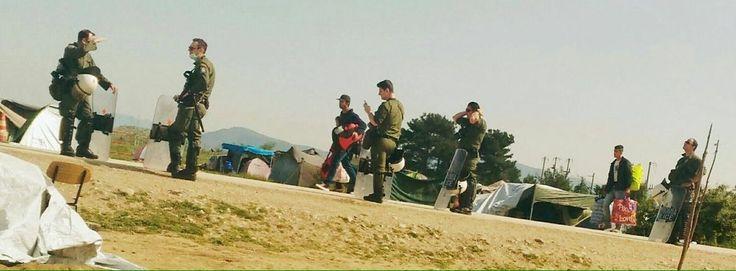 #Overthefortress a Idomeni. Iniziato lo sgombero del campo e la deportazione dei migranti