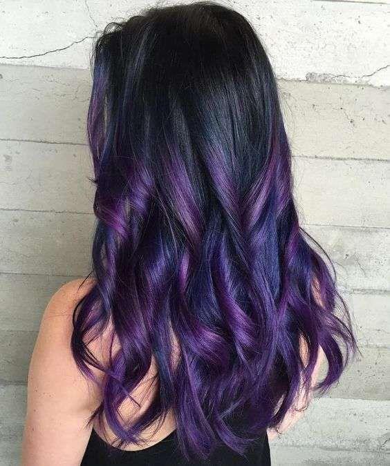 Colore capelli 2018 dark mauve , Capelli viola e mauve su base nera