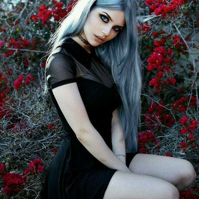 Gorgeous dress & hair! #goth #gothgirl #pastelgoth #alternativegirl