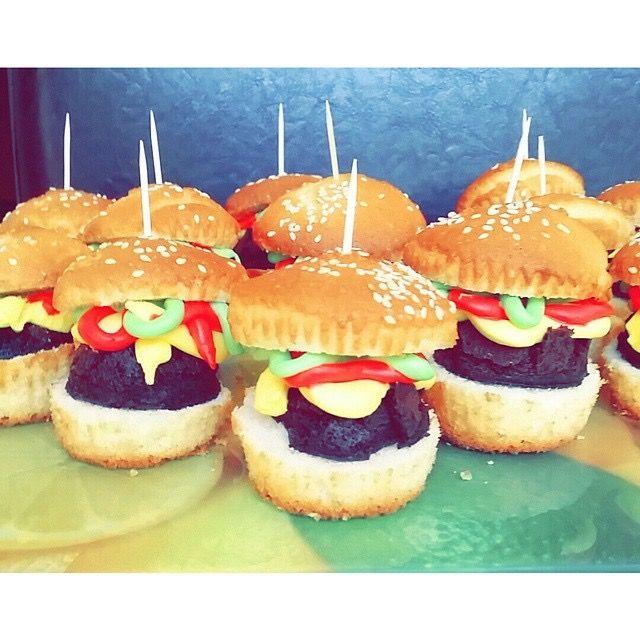 Hamburger cupcake muffins
