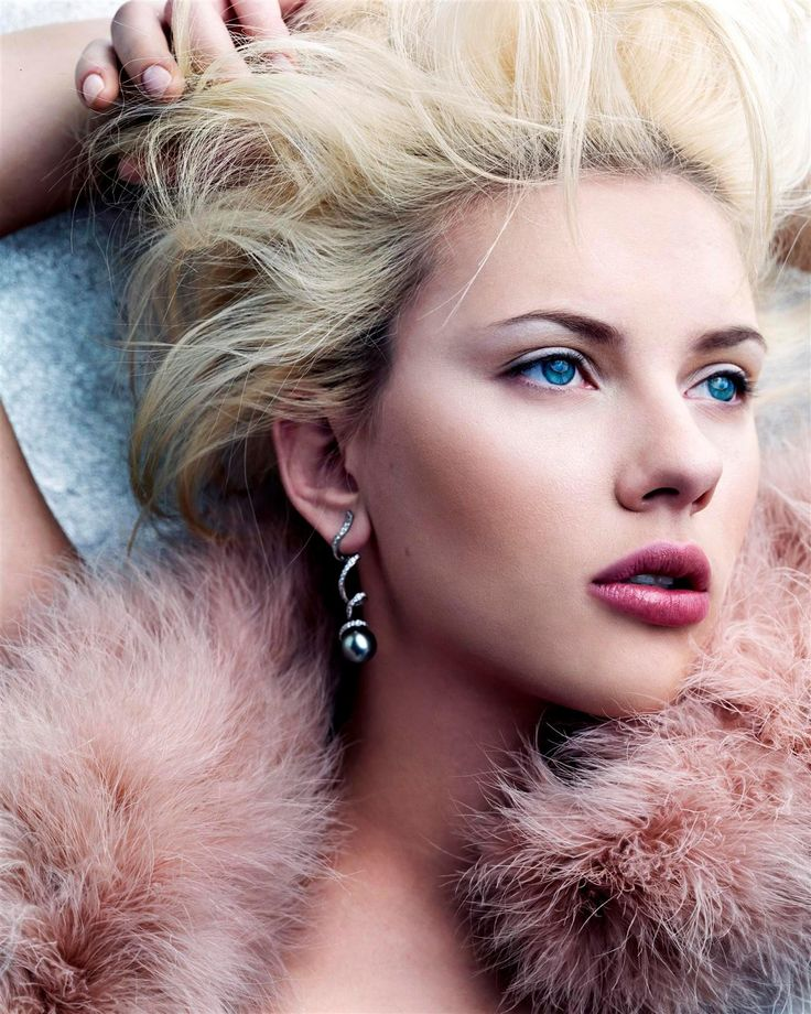 Hollywood Actress Scarlett Johansson