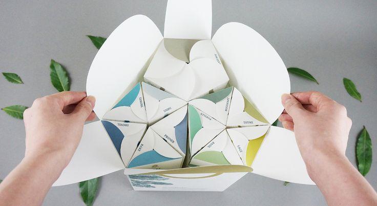 Shizen— новый стиль садоводства дляпомещений, вдохновленный принципом японских садов: создание миниатюрных идеализированные пейзажи. Комплект Shizen включает всебя: — 5 видов семян: розмарин, шалфей, петрушка, тимьян ибазилик; — 5 садовых инструментов: секатор, грабли, шпатель илопаты; — 2 типа почвы: песок иглина; — Хиноки: конструктор издеревянных панелей, которые позволяют потребителю сделать специализированное кашпо. Комплект длякомнатного садоводства Shizen имеет уникальную…