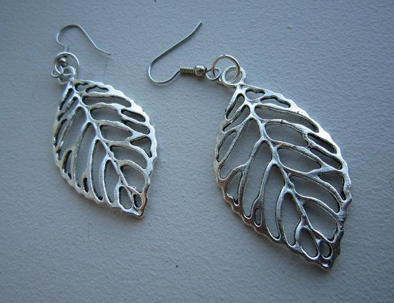 Antique Silver Vintage 3D Leaf Earrings  Free by EarthyEcoStyle, $22.00
