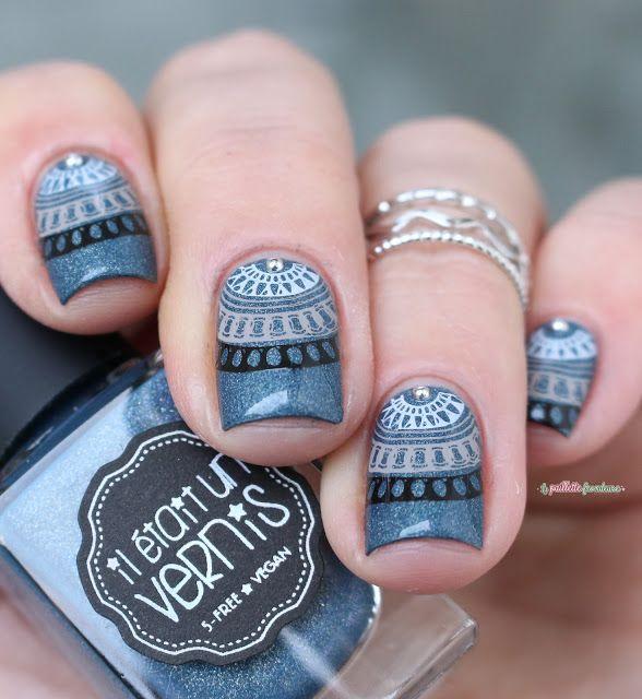il était un vernis blue holo stamping mandala nail art