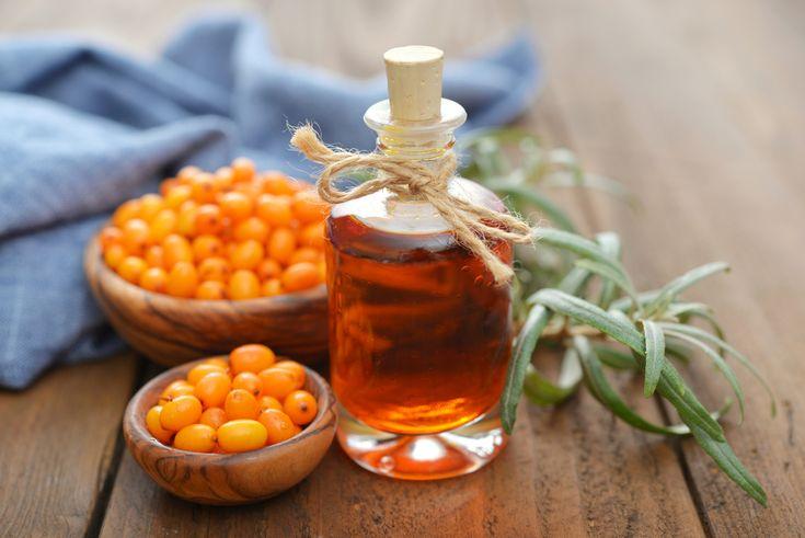 Uleiul de cătină este una dintre cele mai bogate surse de vitamina C, E, A, fiind şi un remediu excelent împotriva îmbătrânirii premature a pielii