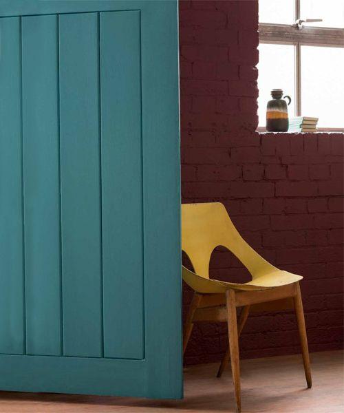De nieuwe #kleurtrend van #blauw naar #groen gaat perfect samen met de #woontrends met veel robuuste materialen.