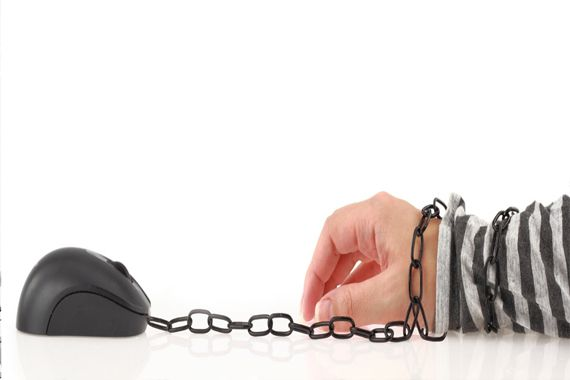 İyi günler Nevzat Bey 28.08.2012 tarihinde banka hesabıma 711 lira bloke konmuştu. Banka görevlisini arayıp sorduğumda e-haciz olduğunu söyledi ve bana bir dosya numarası verdi.