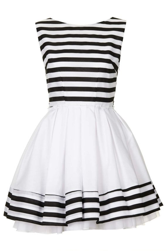 Castigi rochia preferata daca dai share acum! Mai multe share-uri, mai multe sanse! Rochie Carolina