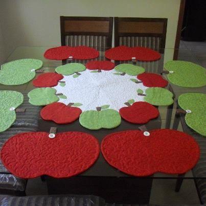 Centro de mesa e jogo americano maçãs.