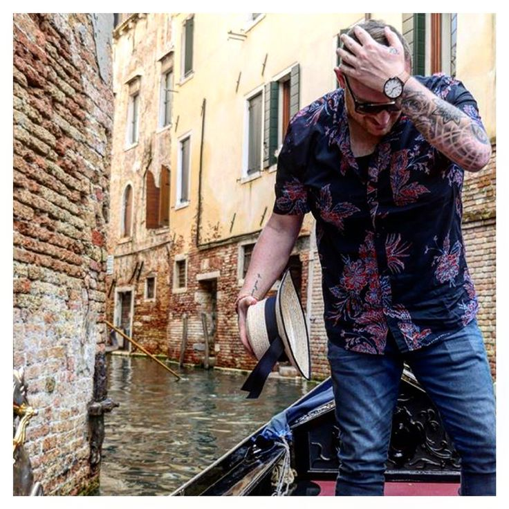 """A reminder we ship worldwide as shown with our """"Summer Tan"""" keeping dry in Venice, Italy // 📷 @vincentrocca"""