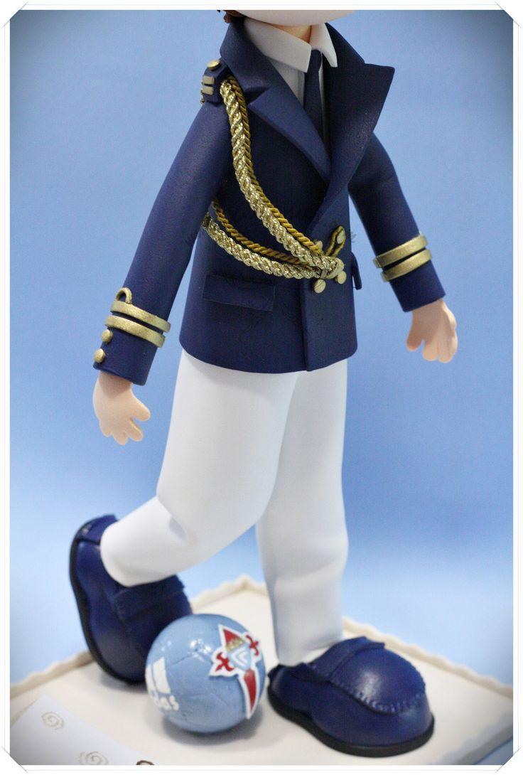 Fofucho de Comunión con su traje de almirante, zapatos castellanos y balón de futbol del Celta de Vigo pintado a mano  www.xeitosas.com