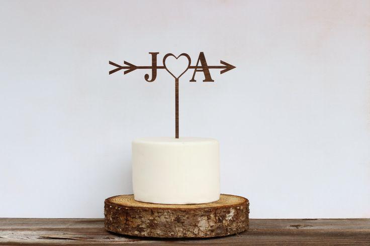 Mariage rustique flèche Cake Topper, gâteau personnalisé, douche nuptiale de gâteau, Cake Toppers pour les mariages, gâteau mariage rustique, AH001 par JimboGee sur Etsy https://www.etsy.com/fr/listing/399755731/mariage-rustique-fleche-cake-topper
