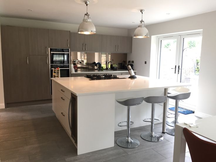 #kitchen #island #kitchenisland #miltonkeynes #kitchendesign #kitchensmiltonkeynes #kitcheninspiration #heartofthehome #familylife #family #familykitchen