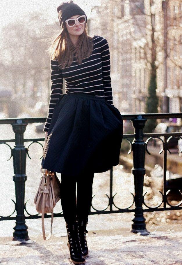 Marinière moulante + jupe bouffante + collants ultra opaques + bonnet = le bon mix (photo Polienne)