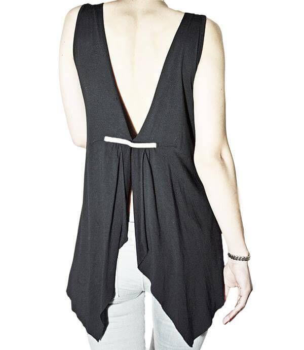 Στιλάτη, κομψή μπλούζα εξώπλατη με στρας δέσιμο στην πλάτη. Διάθεση σε μαύρο χρώμα.